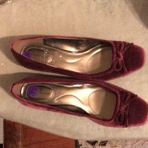 Velvet low heel